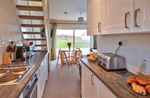 Snaptrip - Last minute cottages - Captivating Seaview Rental S13257 -