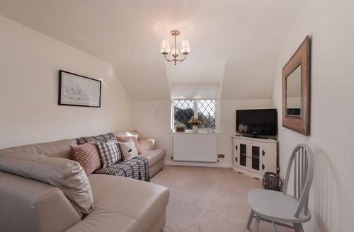 Snaptrip - Last minute cottages - Tasteful Exeter Rental S25194 -