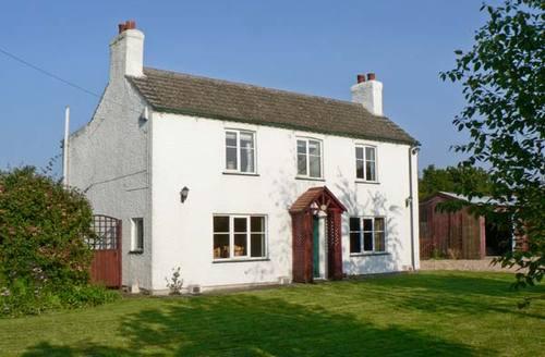 Snaptrip - Last minute cottages - Beautiful Skegness Poplars S2331 -