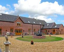 Snaptrip - Last minute cottages - Luxury Newport Barn S2365 -