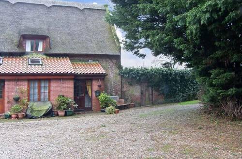 Snaptrip - Last minute cottages - Luxury Norwich Cottage S2378 -