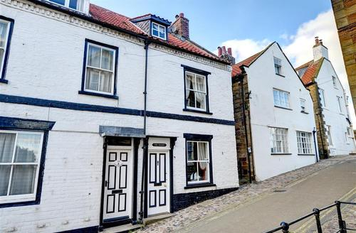 Snaptrip - Last minute cottages - Excellent Robin Hood's Bay Rental S26099 - Exterior View