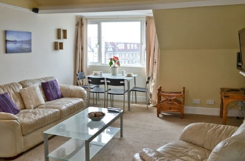 Snaptrip - Last minute cottages - Lovely Bude Apartment S26151 -