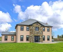 Snaptrip - Last minute cottages - Charming Carrick On Shannon Rental S26346 -