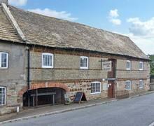 Snaptrip - Last minute cottages - Exquisite Kettering Cottage S2432 -
