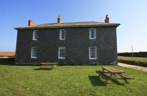 Snaptrip - Last minute cottages - Captivating Wadebridge Rental S26508 - Pentire Farm Wing
