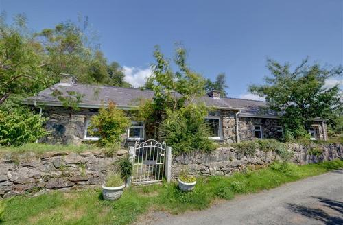 Snaptrip - Last minute cottages - Attractive Caernarfon Rental S26776 - WAG546 - Exterior View 1