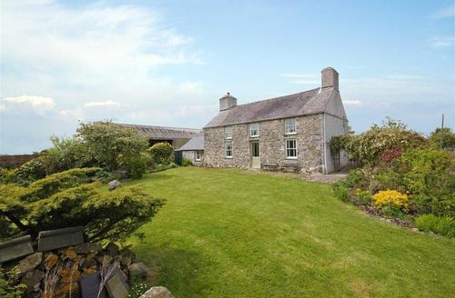 Snaptrip - Last minute cottages - Excellent Anglesey Cottage S26856 - pentre-bwaau-ext1a-T