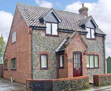 Snaptrip - Last minute cottages - Quaint Melton Constable Rental S2490 -