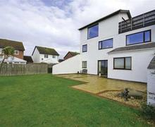 Snaptrip - Last minute cottages - Wonderful Deganwy Apartment S26886 - Swn-Y-Mor-ext-1a-bro
