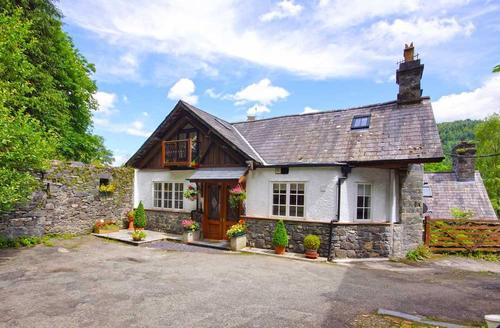 Snaptrip - Last minute cottages - Delightful Betws Y Coed Cottage S26926 - Smithy-Cottage-ext-1a-tbs