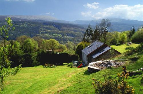 Snaptrip - Last minute cottages - Wonderful Dolwyddelan Cottage S26932 - fron-goch-ext1a