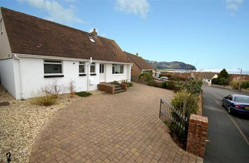 Snaptrip - Last minute cottages - Luxury Deganwy Cottage S26939 - Beacon-Hatch-ext1a-bro-