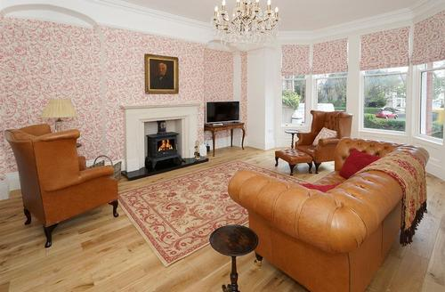 Snaptrip - Last minute cottages - Cosy Llandudno Apartment S26954 - The-Alder-Lounge-15