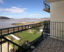 Snaptrip - Last minute cottages - Captivating Conwy Valley Apartment S26957 - River-view-balcony-2-15