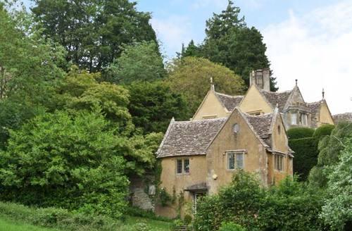 Snaptrip - Last minute cottages - Exquisite Dursley House S2499 -