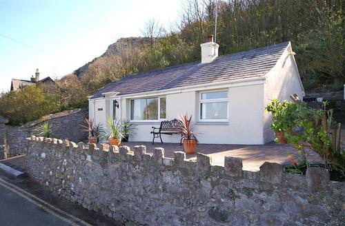 Snaptrip - Last minute cottages - Excellent Llandudno Cottage S26976 - ybwno-ext-newnice1