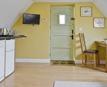 Snaptrip - Last minute cottages - Quaint Bourton On The Water Apartment S27011 -
