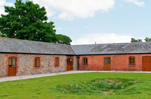 Snaptrip - Last minute cottages - Cosy Shrewsbury Arches S2506 -