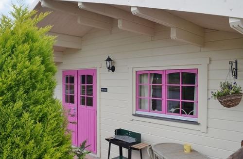 Snaptrip - Last minute cottages - Adorable Royal Wootton Bassett Lodge S27056 -