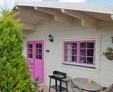 Snaptrip - Last minute cottages - Adorable Royal Wootton Bassett Lodge S27056 -