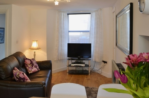 Snaptrip - Last minute cottages - Attractive Whitby Apartment S27060 -