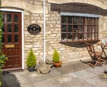 Snaptrip - Last minute cottages - Superb Stroud Forge S2517 -
