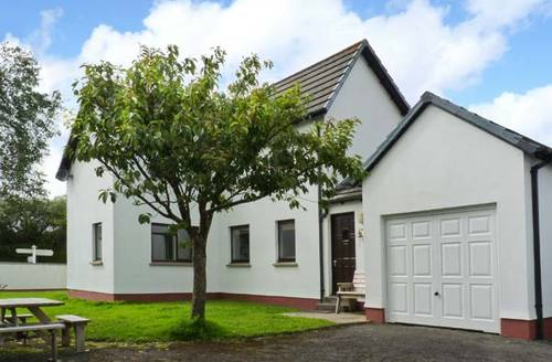 Snaptrip - Last minute cottages - Attractive Holsworthy Cottage S2560 -