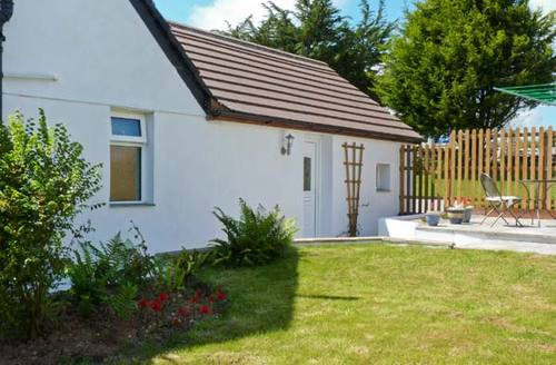 Snaptrip - Last minute cottages - Excellent Newquay Tree S2562 -