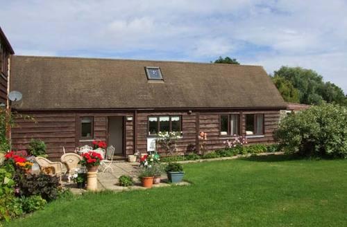Snaptrip - Last minute cottages - Quaint Broadway Retreat S2581 -