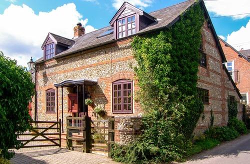 Snaptrip - Last minute cottages - Splendid Dorchester Stables S2584 -