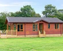 Snaptrip - Last minute cottages - Gorgeous Market Drayton Lodge S2597 -