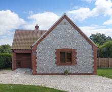 Snaptrip - Last minute cottages - Inviting Norwich Meadow S2605 -