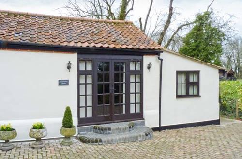 Snaptrip - Last minute cottages - Delightful Dereham Barn S2640 -