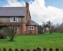 Snaptrip - Last minute cottages - Excellent Gloucester Cottage S2669 -