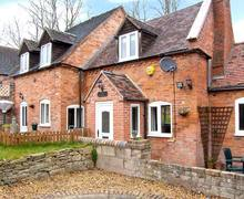 Snaptrip - Last minute cottages - Captivating Telford Cottage S2673 -