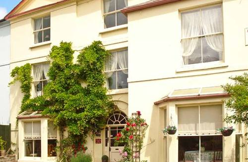 Snaptrip - Last minute cottages - Superb Ross On Wye House S2678 -