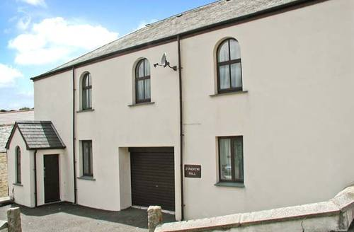 Snaptrip - Last minute cottages - Lovely Calstock Hall S2691 -