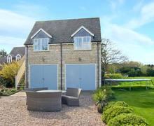 Snaptrip - Last minute cottages - Luxury Peterborough Rental S2704 -