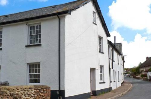 Snaptrip - Last minute cottages - Captivating Exeter Cottage S2730 -