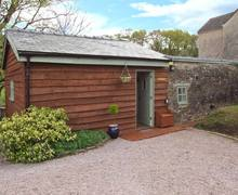 Snaptrip - Last minute cottages - Lovely Lydney Barn S2732 -