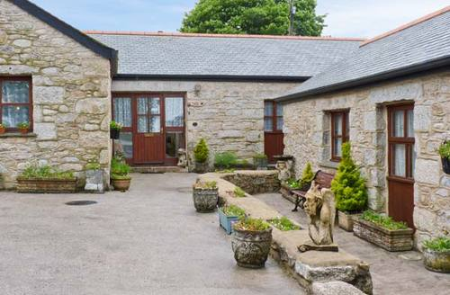 Snaptrip - Last minute cottages - Attractive Penryn Cottage S2739 -