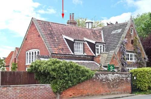 Snaptrip - Last minute cottages - Adorable Norwich Lodge S2752 -