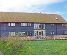 Snaptrip - Last minute cottages - Wonderful Woodbridge Barn S2801 -