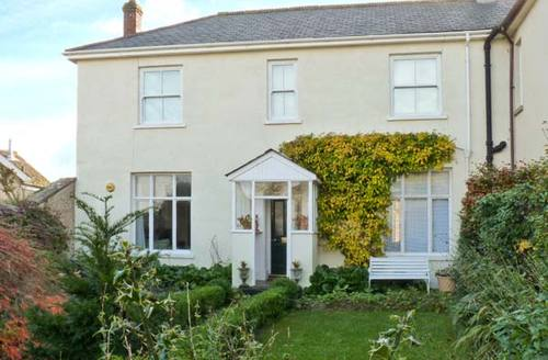 Snaptrip - Last minute cottages - Attractive Newton Abbot Bank S2815 -