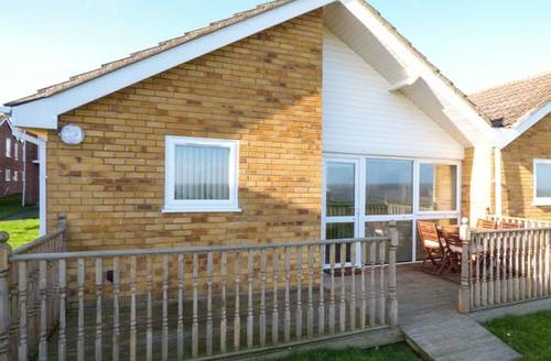 Snaptrip - Last minute cottages - Wonderful Lowestoft View S2849 -