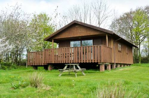 Snaptrip - Last minute cottages - Attractive Winkleigh Lodge S2914 -