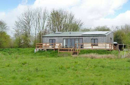 Snaptrip - Last minute cottages - Splendid Winkleigh Lodge S2918 -