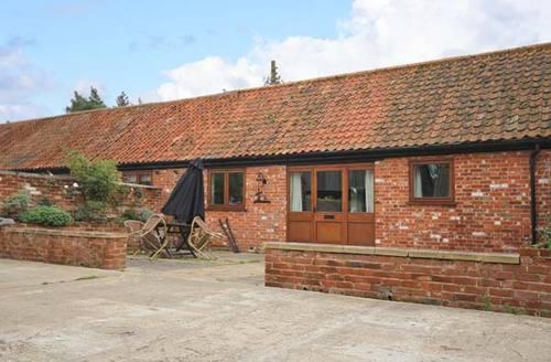 Snaptrip - Last minute cottages - Cosy Woodbridge House S2929 -