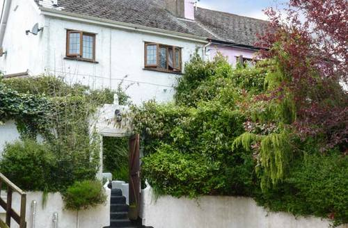 Snaptrip - Last minute cottages - Lovely Newton Abbot House S2941 -